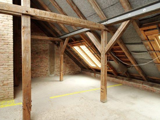 dřevěná stropní konstrukce