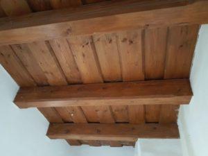 dřevěný strop parkán